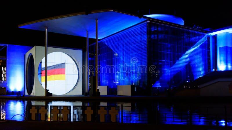 Berlín - demostración ligera sobre las oficinas gubernamentales céntricas en el río de la diversión fotografía de archivo