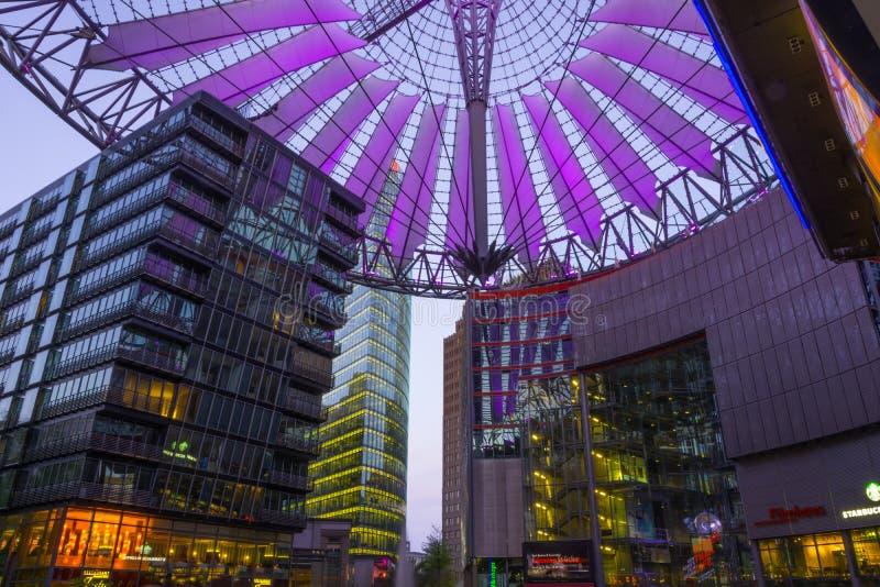 BERLÍN, el 1 de mayo de 2015 ALEMANIA Sony Center en Potsdamer Platz, fotografía de archivo