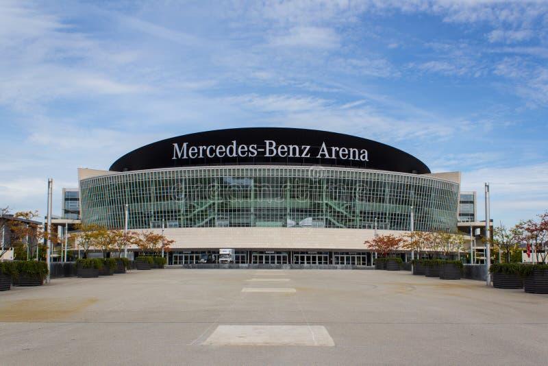 Berlín, el 16 de septiembre de 2015: La fachada de Mercedes Benz Arena en Berlín, Alemania Mercedes Benz Arena (formalmente: O2 e imagen de archivo