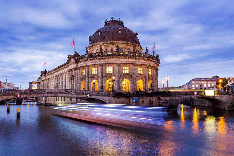 Berlín en la noche fotos de archivo