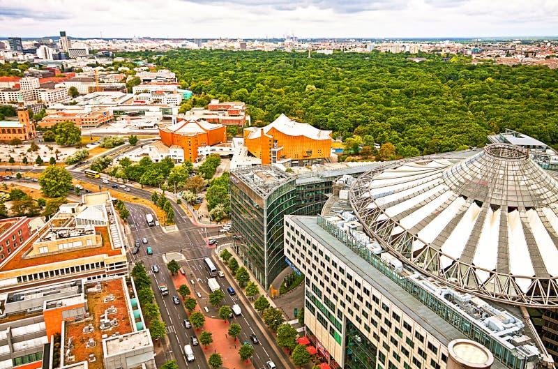 Berlín, panorama aéreo con el centro de Sony y Tiergarten parquean imagen de archivo