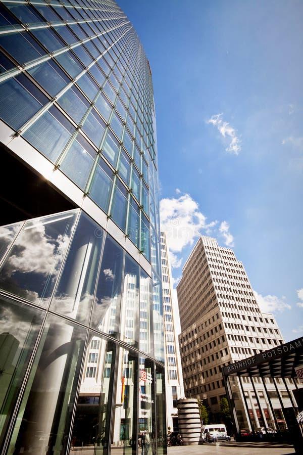 Berlín, Potsdamer Platz, reflexión del cloudscape en la superficie de cristal fotografía de archivo libre de regalías