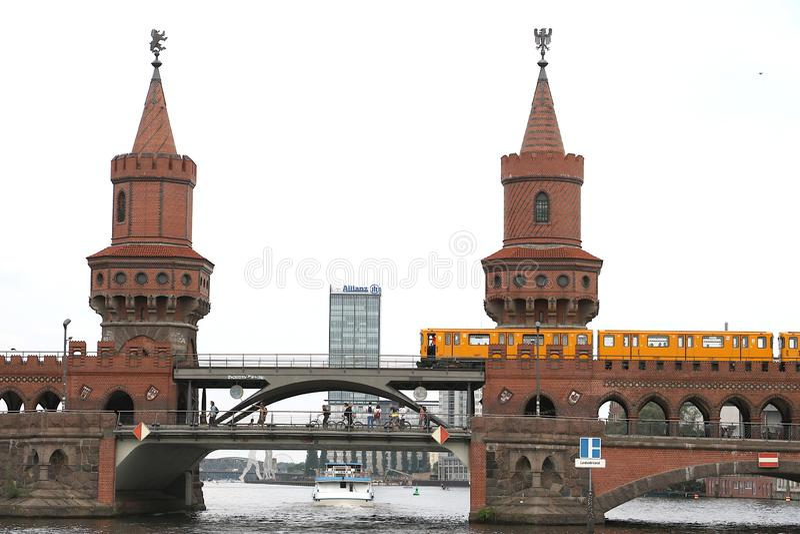 Berl?n, Alemania, el 13 de junio de 2018 El de dos niveles fotos de archivo