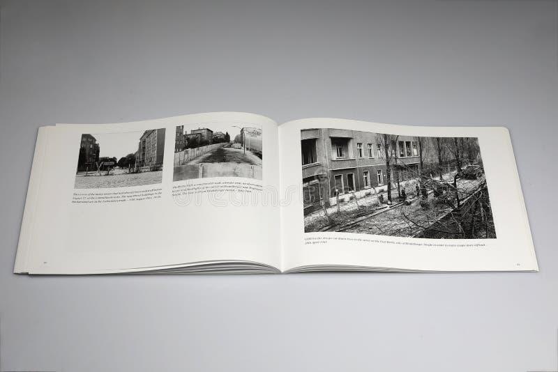 Berlińska ściana 1961-1989 Książkowy, Rabatowego czeka punkt w Heerstrasse fotografia stock
