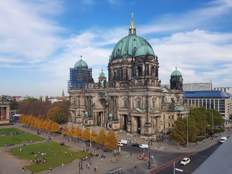 Berlińska katedra i Lustgarten w Niemieckim kapitale obrazy royalty free