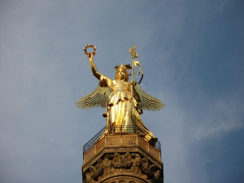 Berlińska zwycięstwo kolumna - brązowa rzeźba Wiktoria w Niemcy obrazy royalty free