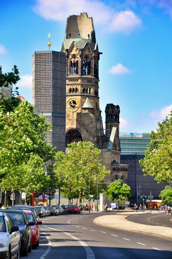 Download Berliński Ruch Drogowy I Kaiser Wilhelm Pamiątkowy Kościół, Berliński Niemcy Obraz Stock Editorial - Obraz złożonej z architektury, architektoniczny: 57657664