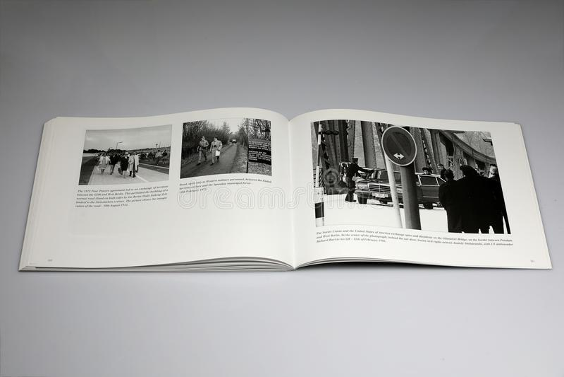 Berlińskiej ściany 1961-1989 książka, droga otwarta Zachodni personel wojskowy tylko obraz royalty free