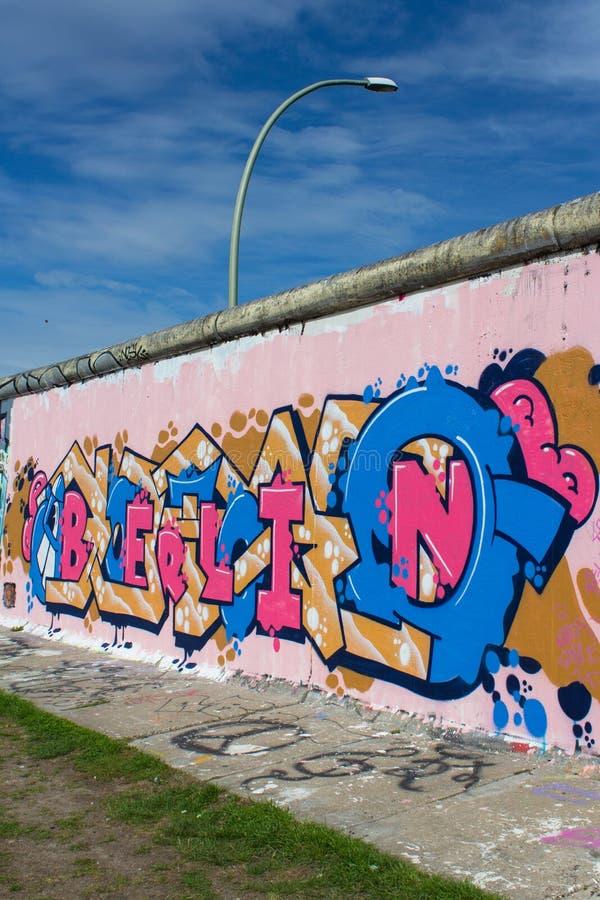 Berlińskiej ściany, wschodniej części galeria z Berlin graffiti/ zdjęcia stock