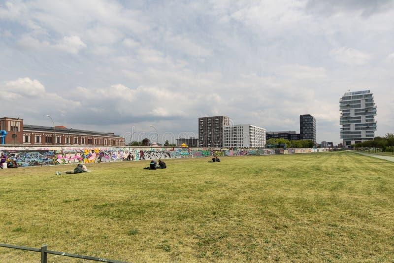 Berlińskiej ściany, wschodniej części galerii graffiti/ fotografia stock