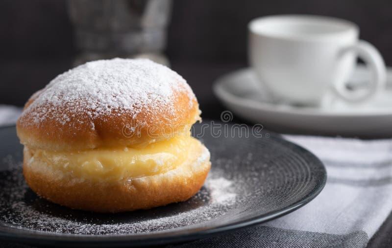 Berli?scy donuts z kaw? w tle obrazy stock