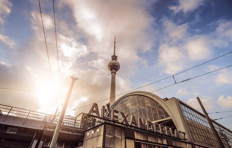Berlijn alexanderplatz stock afbeeldingen