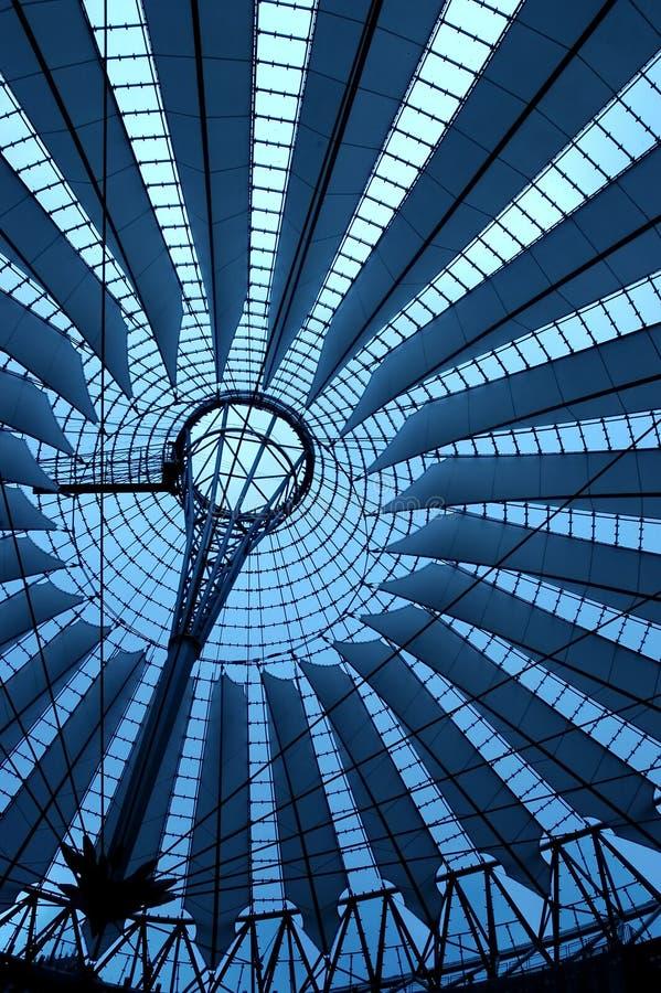 Berlijn in blauw stock afbeeldingen
