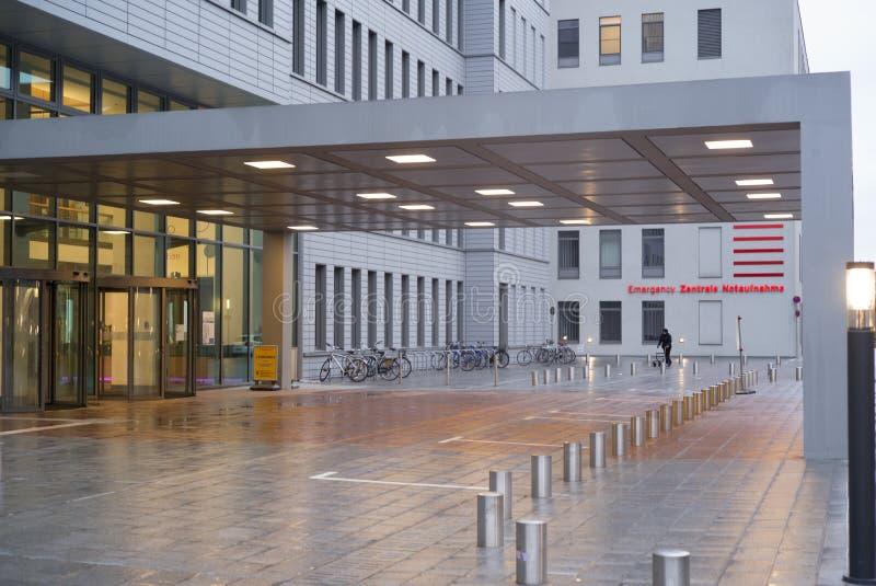 Berlijn, Charite-het Ziekenhuisplaats, Noodsituatieruimte en hoofdingang stock foto