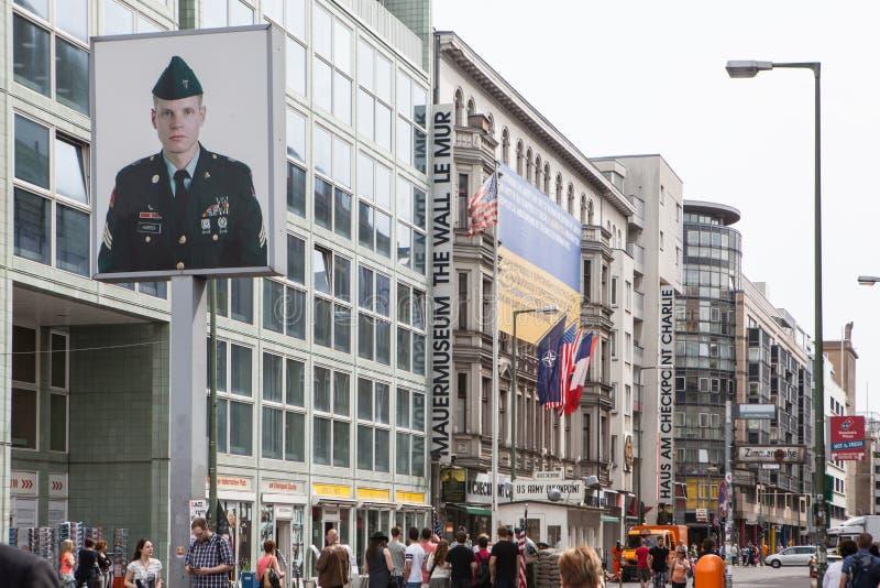 Berlijn, Duitsland Controlepost Charlie stock foto