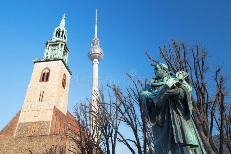 BERLIJN, DUITSLAND, FEBRUARI - 13, 2017: Staue van reformator Martin Luther voor Marienkirche-kerk royalty-vrije stock afbeelding