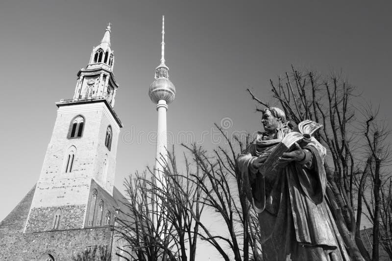 BERLIJN, DUITSLAND, FEBRUARI - 13, 2017: Staue van reformator Martin Luther voor Marienkirche-kerk stock afbeelding