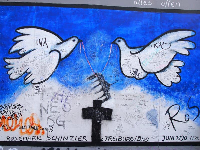 BERLIJN, DUITSLAND - SEPTEMBER 22: Graffiti op Berlin Wall bij de Zijgalerij van het Oosten op 22 September, 2014 in Berlijn stock fotografie