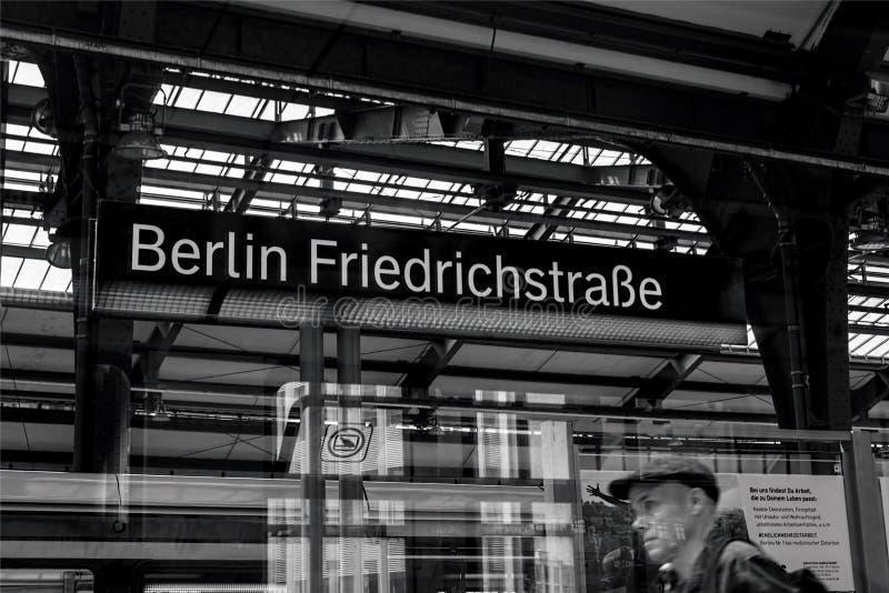 Berlijn Friedrichstraße 01 - Berlijn 07 2018 stock foto's