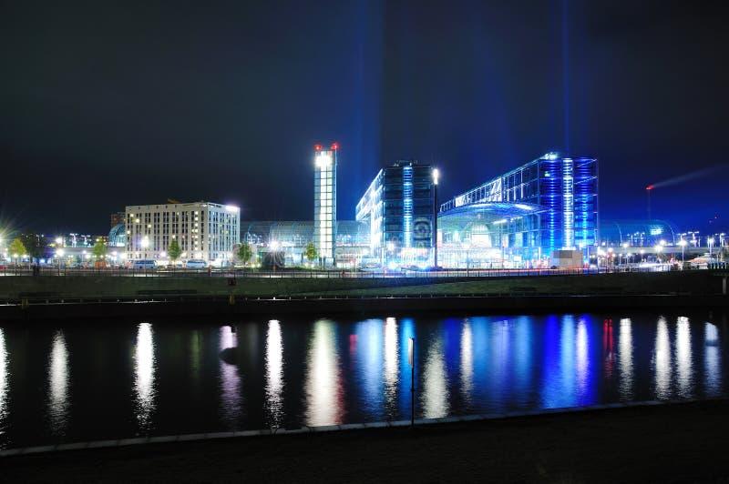 Berlijn Hauptbahnhof bij nacht royalty-vrije stock afbeeldingen