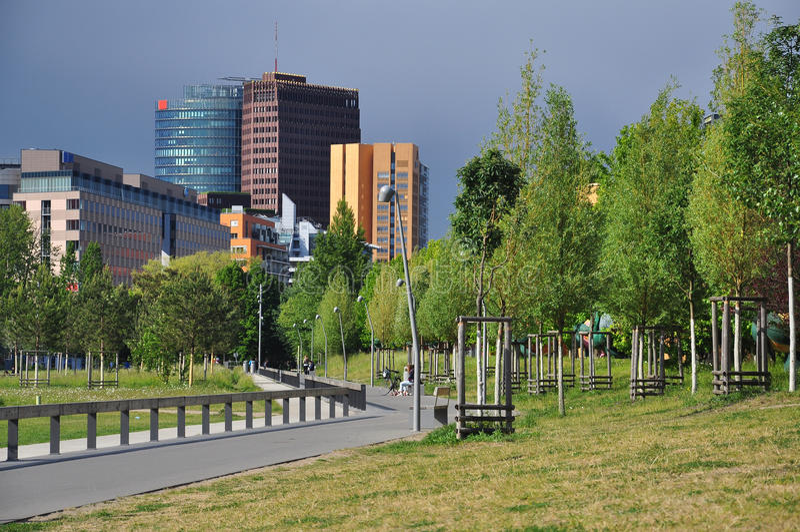 Berlijn, Potsdamer Platz en stedelijke parkmening duitsland stock foto