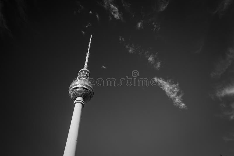 Berlim, Alemanha - 17 de agosto de 2018: O nea da torre da tevê de Fernsehturm fotografia de stock royalty free