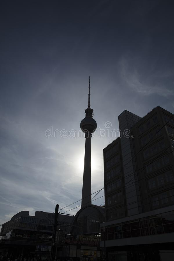 Berlim, Alemanha - 17 de agosto de 2018: O nea da torre da tevê de Fernsehturm fotografia de stock