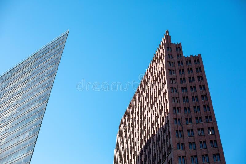 BERLIM, ALEMANHA em dezembro de 2018 Duas construções modernas em Potsdamer Platz fotografia de stock royalty free