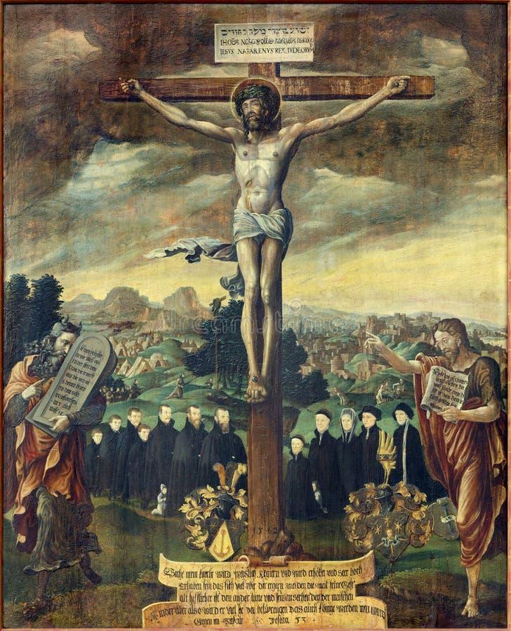 BERLIM, ALEMANHA, FEVEREIRO - 16, 2017: O paintig da crucificação com Moses e St John o batista na igreja Marienkirche imagens de stock royalty free