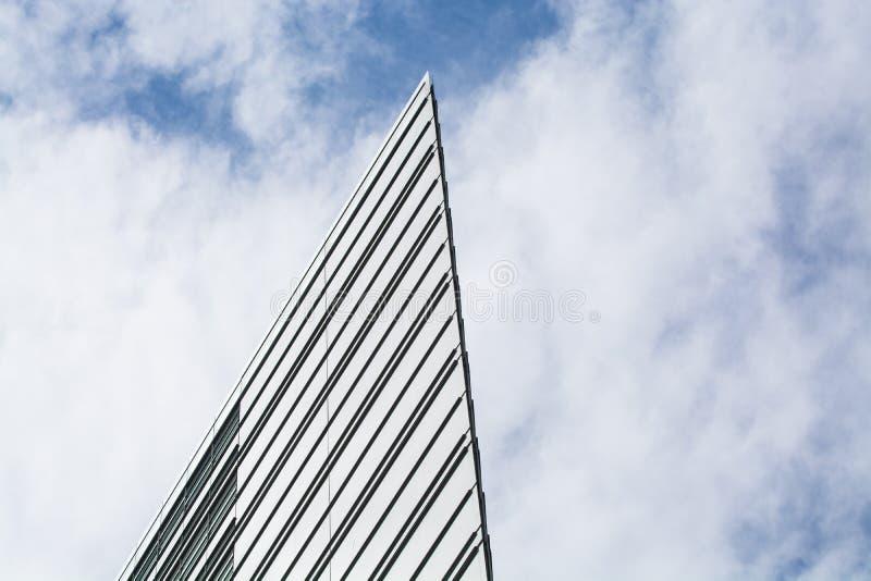 14 05 2019 Berlim, Alemanha Postdamplatz Centros da compra e do escritório com construções de vidro modernas e os arranha-céus in imagens de stock royalty free