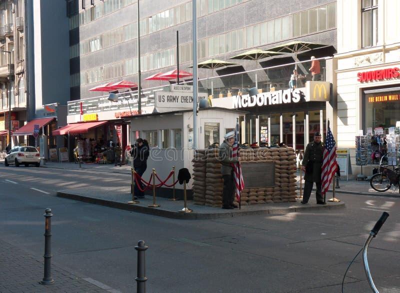 Berlim - Checkpoint Charlie foto de stock royalty free