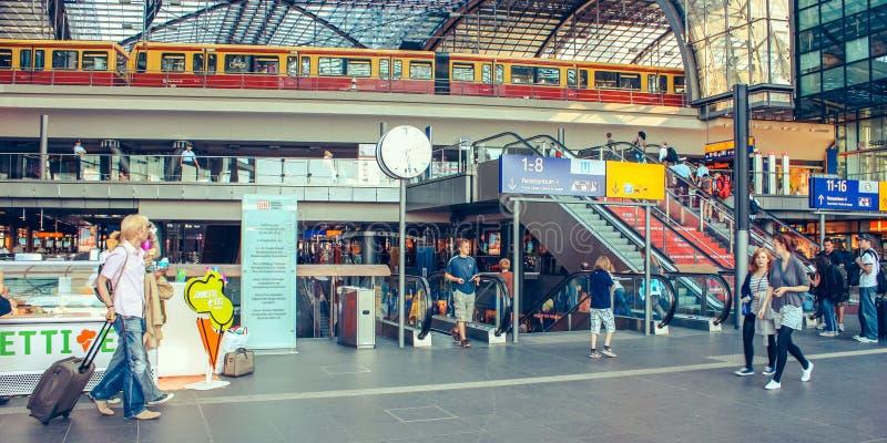 Berlim junho de 2010 Estação de caminhos de ferro principal central da estrada de ferro em Berlim, Alemanha O Lehrter histórico B foto de stock
