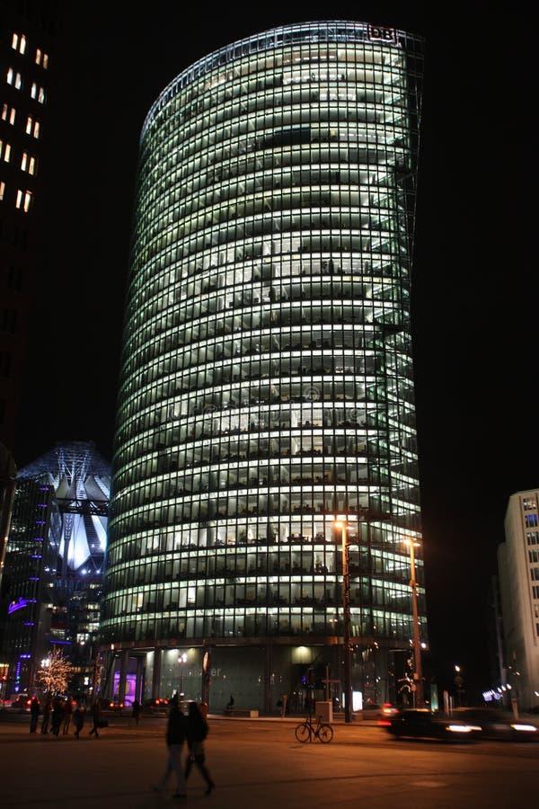 Berlim na noite fotos de stock