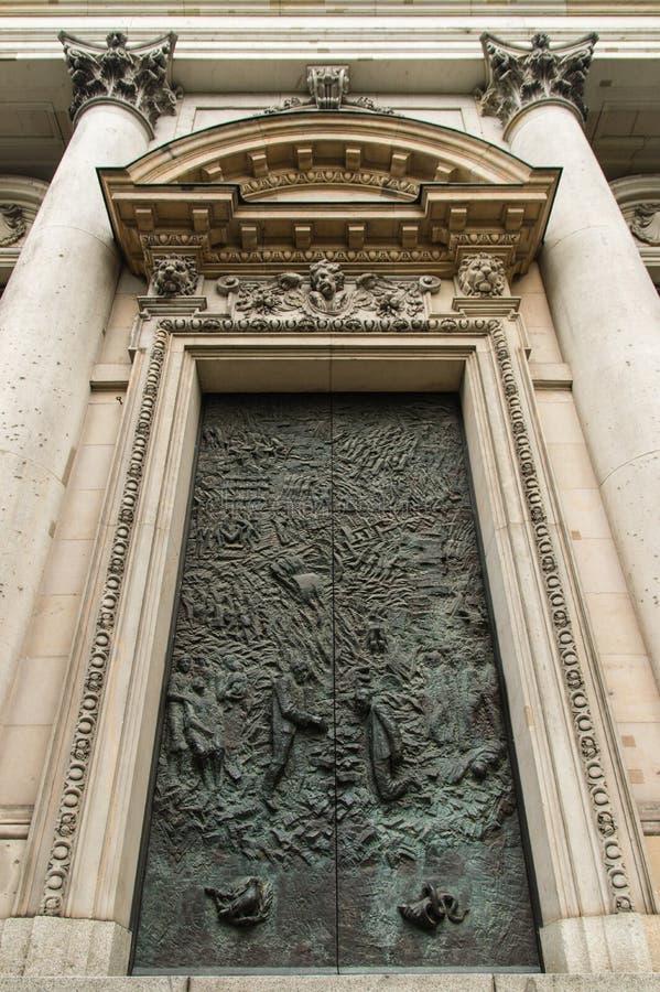 Berlinês Dom Door foto de stock