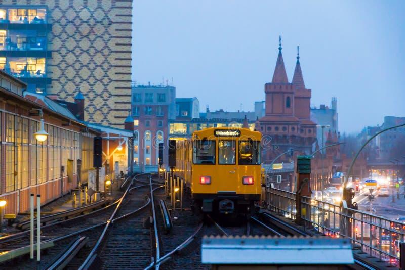 berlin Германия Станция метро Warschauer Strasse в зиме стоковая фотография