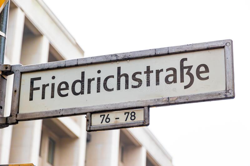 berlin Германия Улица подписывает внутри центр города стоковое изображение rf