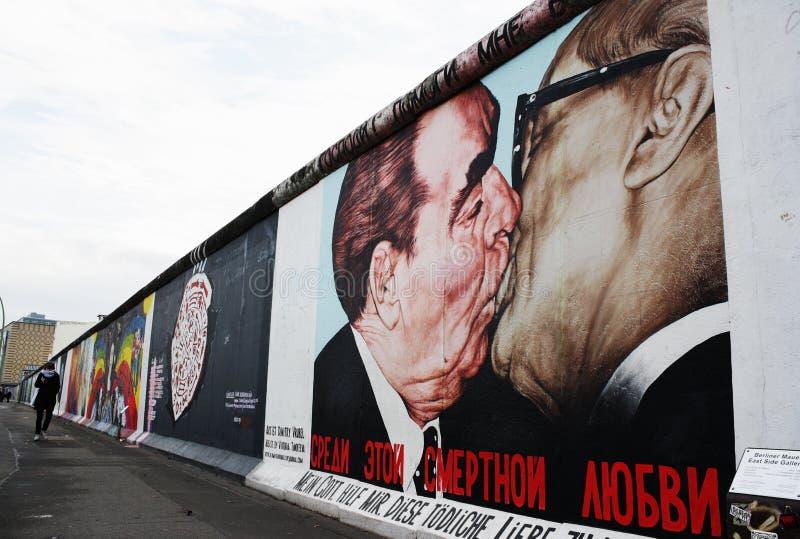 berlin ест стену штольни бортовую стоковое фото rf