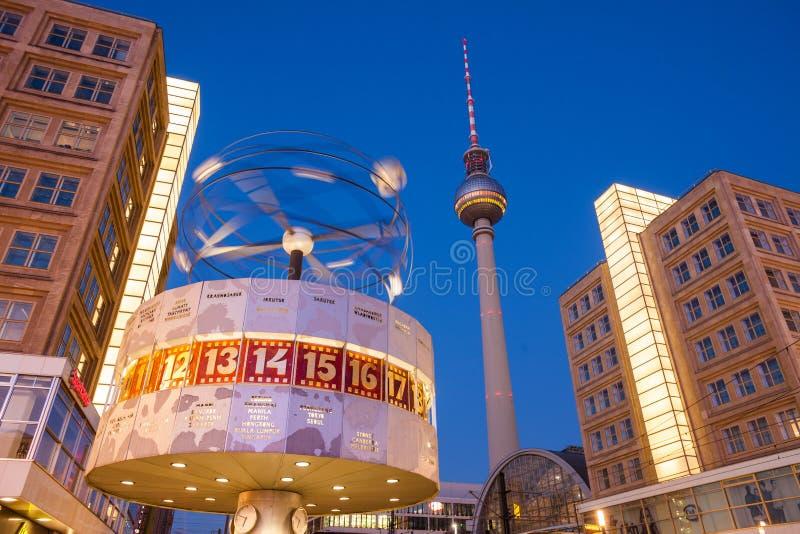 Berlin Alexanderplatz y reloj mundial imagen de archivo libre de regalías