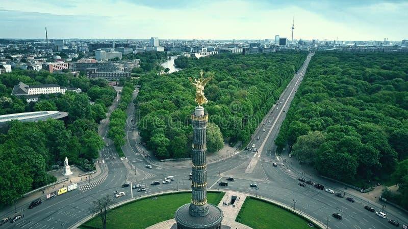BERLIN, ALLEMAGNE - 30 AVRIL 2018 Vue aérienne de Victory Column célèbre et de la ville images stock