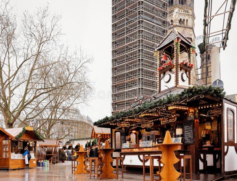 Berlin, Allemagne - 11 décembre 2017 : Marché de Noël chez Kaiser Wilhelm Memorial Church en hiver Berlin, Allemagne Advent Fair photos stock