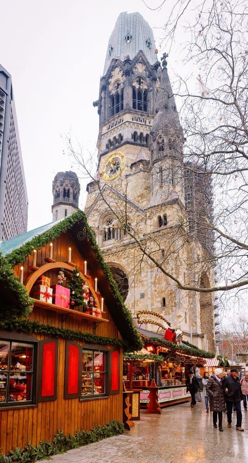 Berlin, Allemagne - 11 décembre 2017 : Marché de Noël en Kaiser Wilhelm Memorial Church en hiver Berlin, Allemagne Advent Fair image stock
