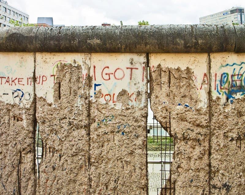 Berlin Bernauer Strasse, una sezione del muro di Berlino dello standingi ancora immagine stock libera da diritti