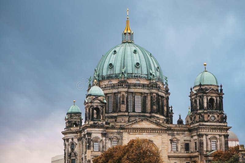 Berlin Cathedral è chiamato DOM di Berliner Berlino, Germania fotografie stock libere da diritti