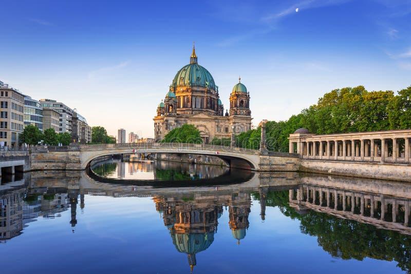 Berlin Cathedral bij dageraad, Duitsland royalty-vrije stock foto's