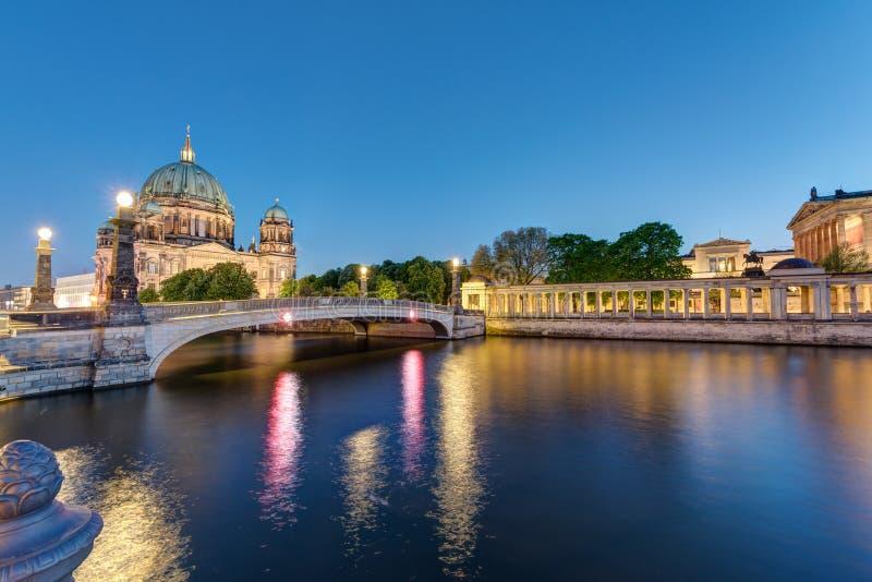 Berlin Cathedral bij schemer royalty-vrije stock fotografie
