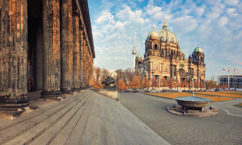 Berlin Cathedral oder Bewohner von Berlin Dom im Fall stockfoto