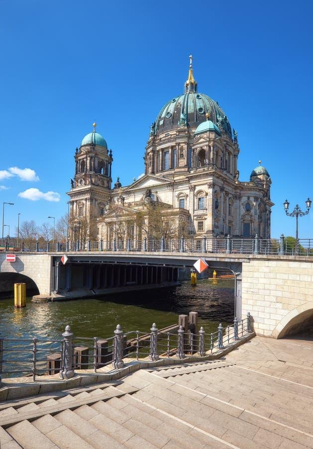 Berlin Cathedral oder Bewohner von Berlin Dom an einem hellen Tag lizenzfreie stockfotografie