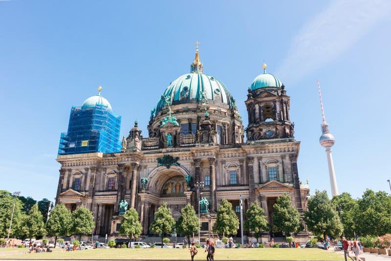 Berlin Cathedral wordt gevestigd op Museumeiland in de Mitte-stad stock foto's