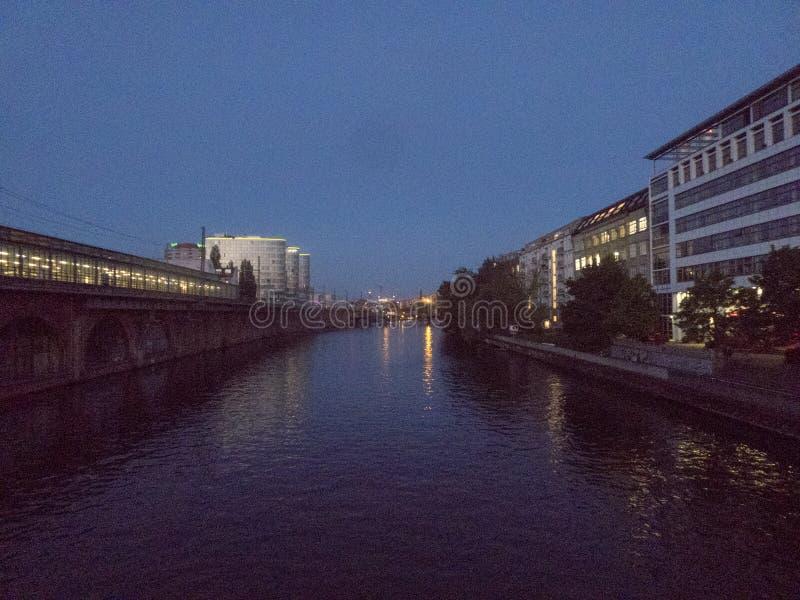Berlin cityscape på natten royaltyfria foton