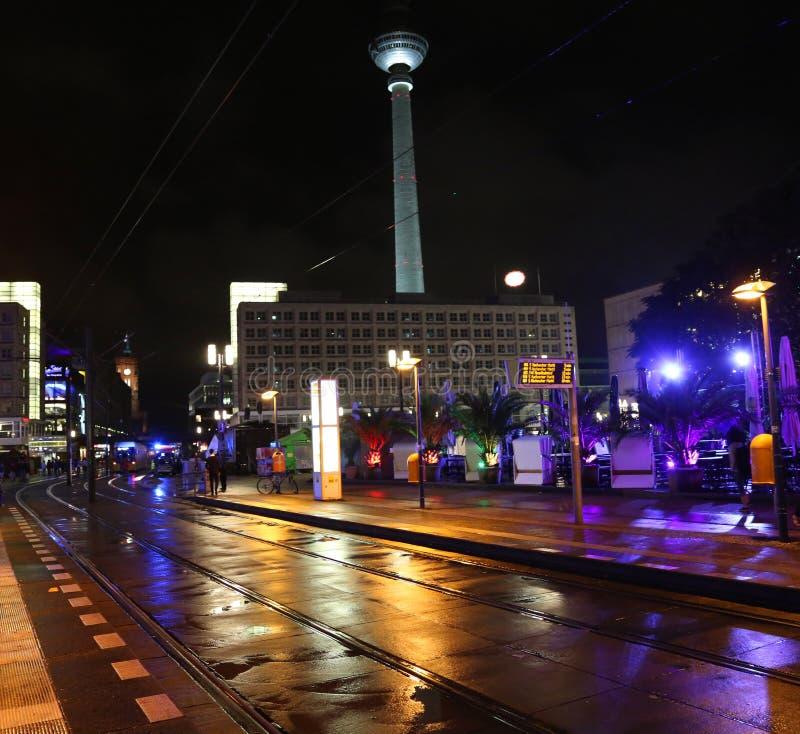 Berlin, Deutschland - 18. August 2017: Fernsehturm und Alexanderplatz b lizenzfreies stockfoto